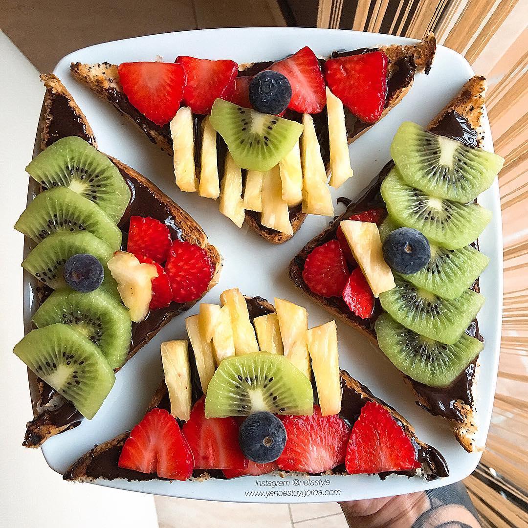 """Tostadas con nutella y frutillas """"fit"""""""