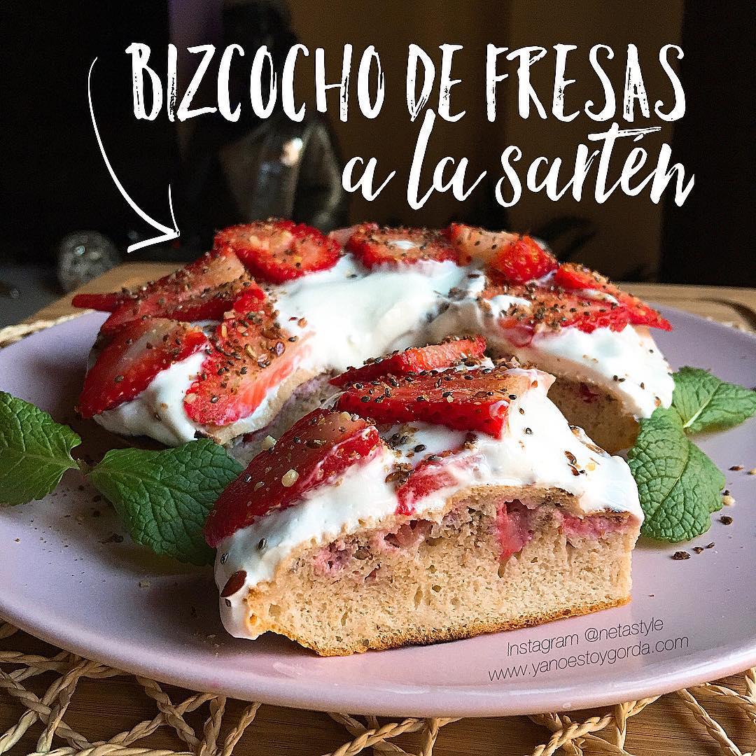 Bizcocho de fresas a la sartén