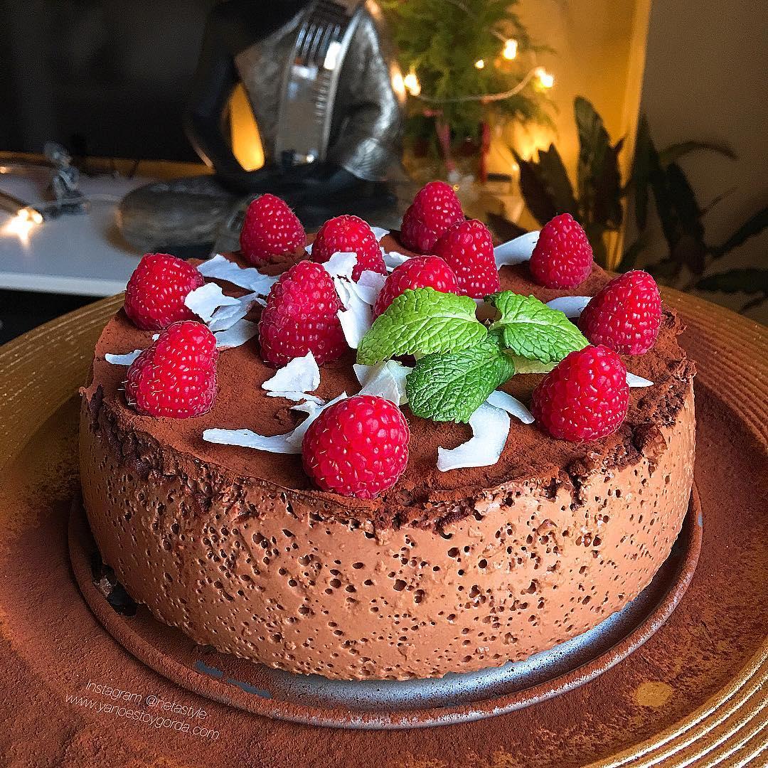 Cheesecake de cacao con frambuesas y cocoESS: Chessecake de cacao con frambuesas y coco