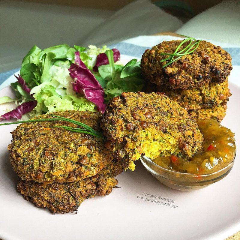 Hamburguesas de brócoli, lentejas y arroz integral con curry