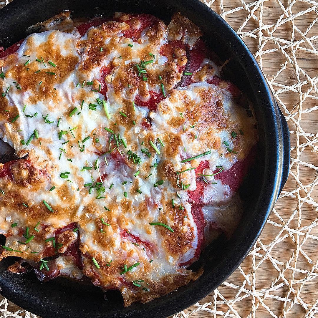Lasaña de berenjenas y pavo con tomate natural y mozzarella light