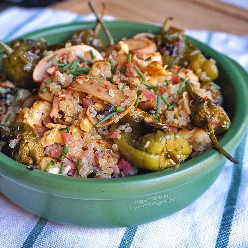 Quinoa con champiñones, pimientos del padrón, tortilla y jamoncito