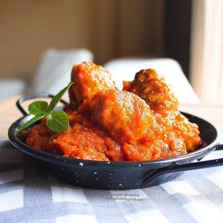 Albóndigas de pollo y pavo con sofrito saludable