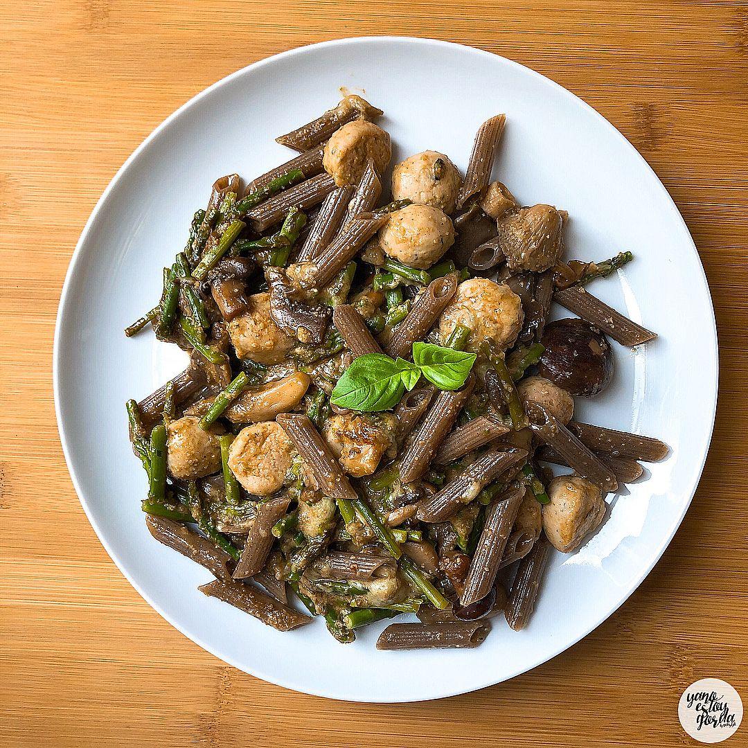 Macarrones de trigo sarraceno con verduras a la crema de