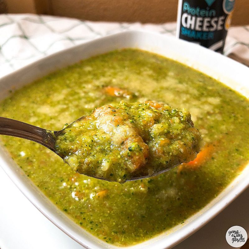 Sopa de brócoli y zanahoria con queso
