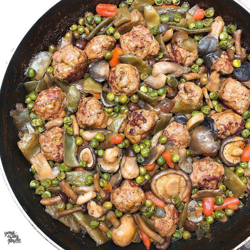 Menestra de verduras y setas con albóndigas de pavo