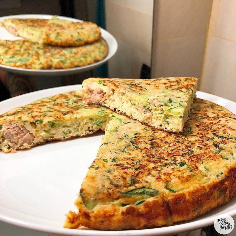 Tortilla de calabacín y atún