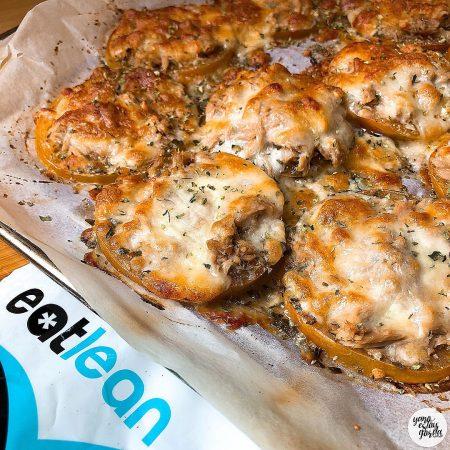 Tomates al horno con atún y queso proteínico