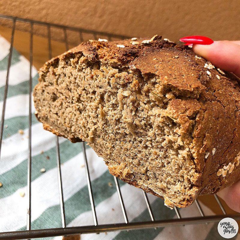 Pan de avena y espelta integral con hierbas provenzales en panificadora