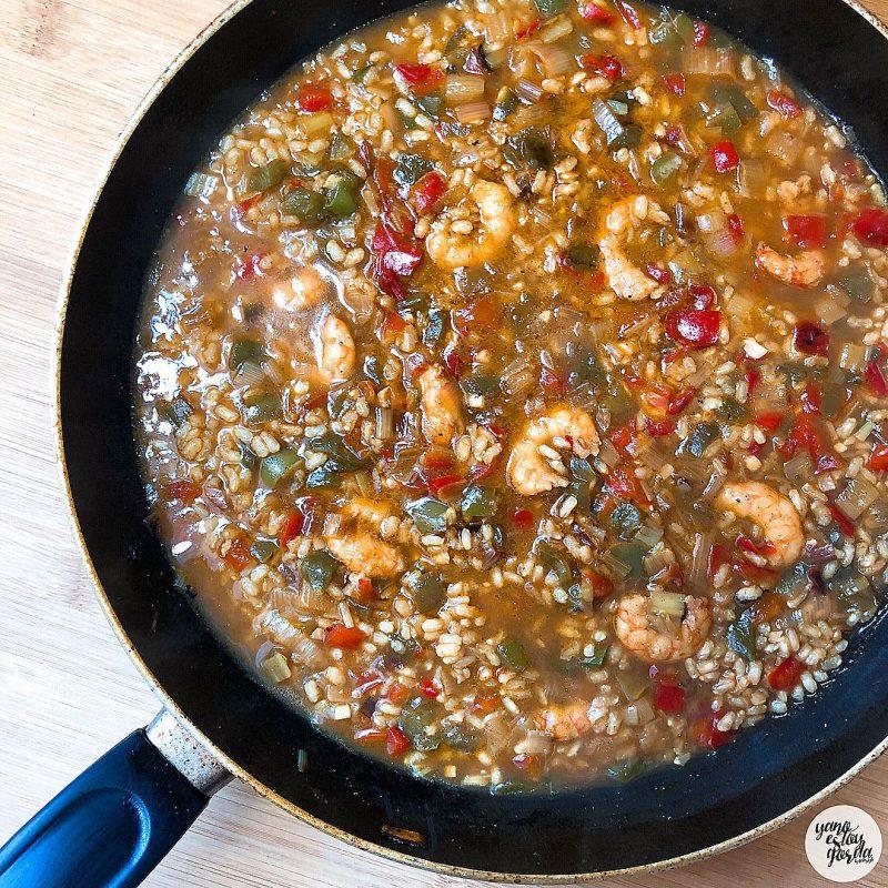 Arroz caldoso integral con pimientos y gambones