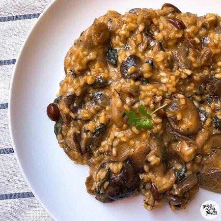 Risotto de arroz integral con setas y espinacas